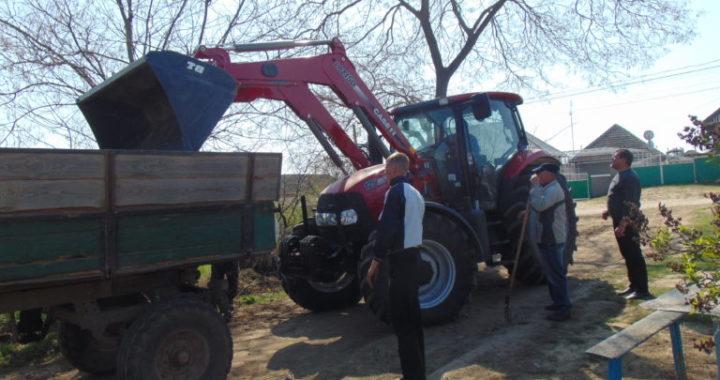В селе Чишмикиой был завезен грунт на сельское кладбище