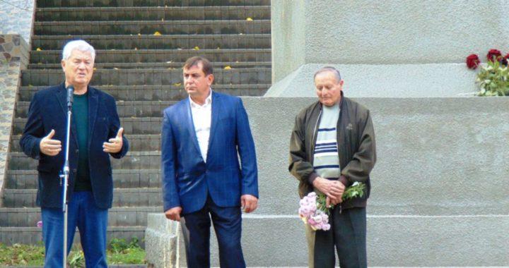 В селе Чишмикиой с участием В.Н.Воронина открыли памятник В.И.Ленина