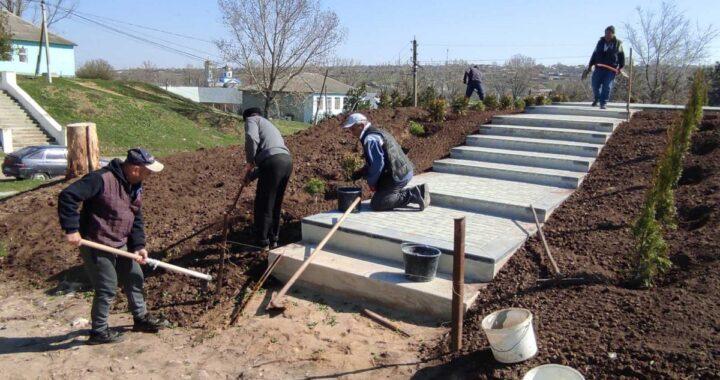 Ветераны войны в Афганистане села Чишмикиоя озеленили территорию, прилегающую к строящемуся памятнику