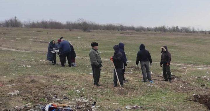 В селе Чишмикиой организовали уборку мусора возле полигона хранения ТБО
