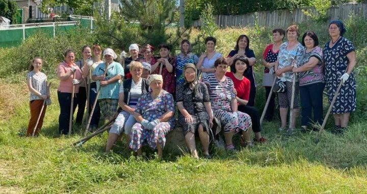Жители села Чишмикиой убрали территорию у родника